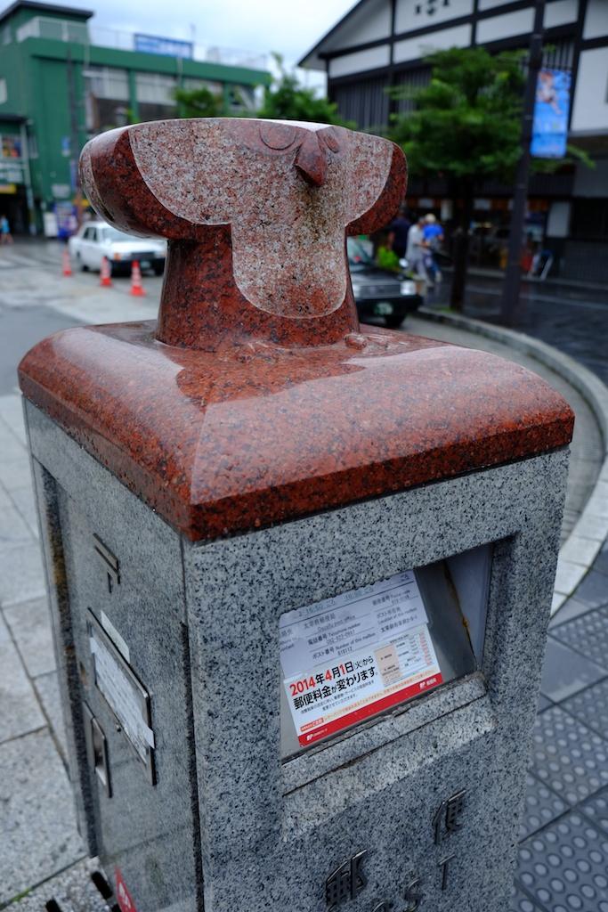 太宰府駅前のポストはフクロウ